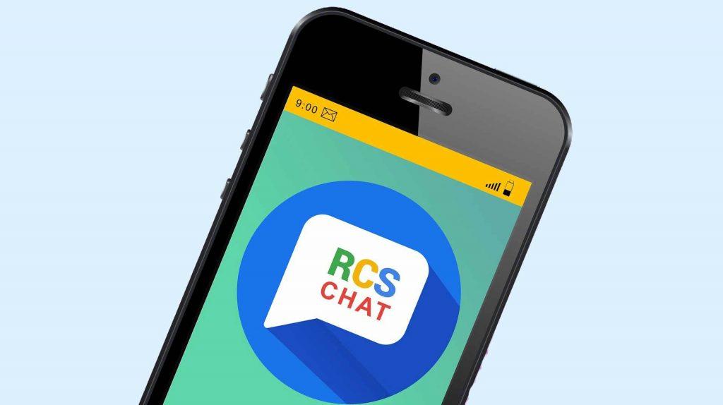 Eine Sprechblase auf dem Smartphone mit der Aufschrift RCS CHAT
