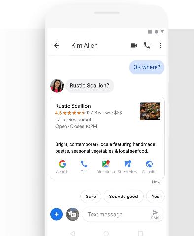 Ein Smartphone zeigt den Chatverlauf von Google Messages.
