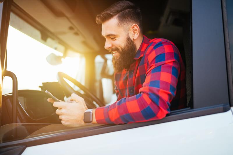 SMS ist ein wichtiger Kommunikationskanal in der Logistik, Verkehr und Transport Branche